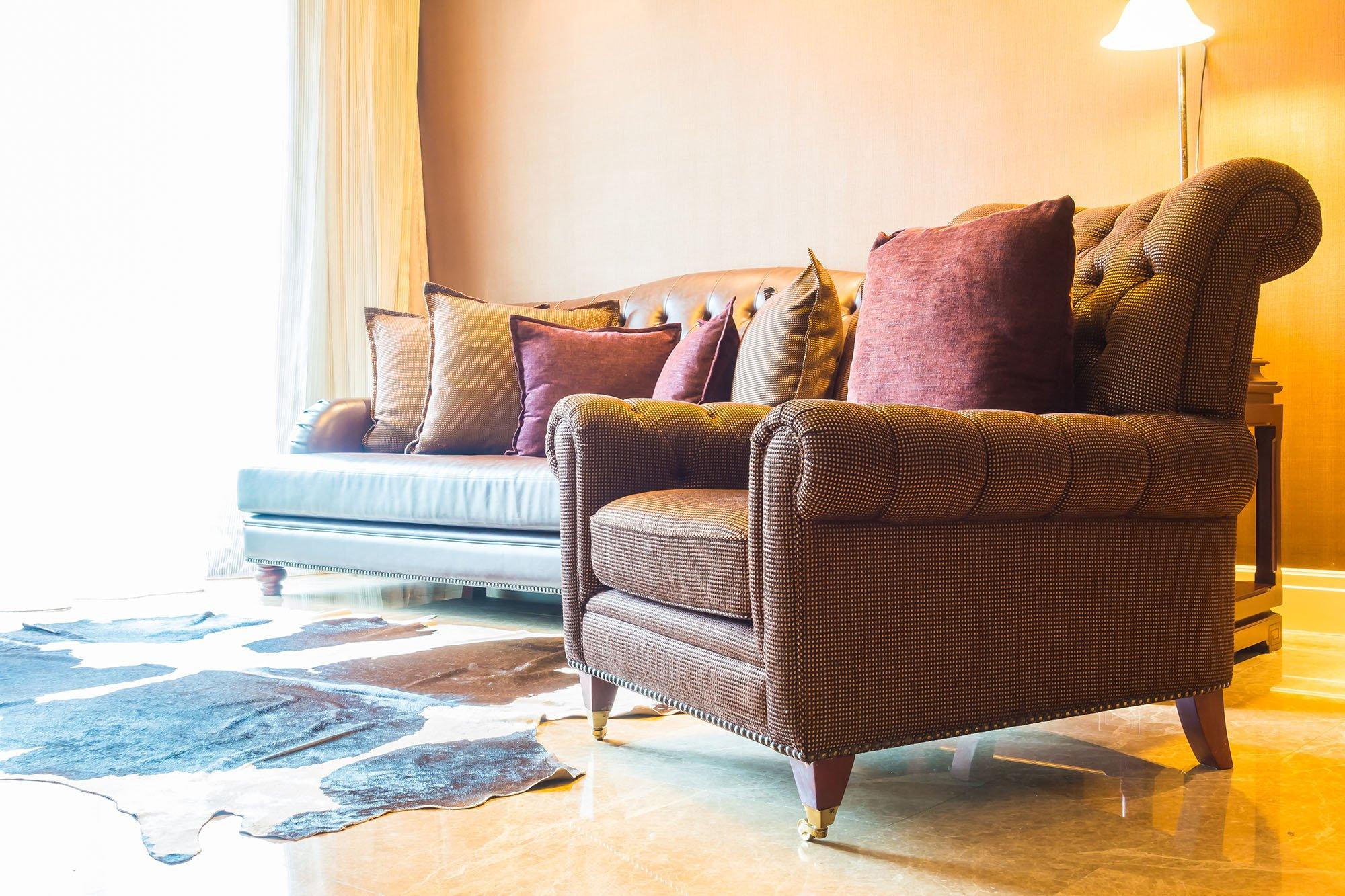 Limpeza de cadeira e poltronas