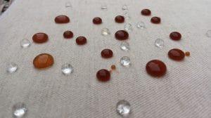 O protetor forma uma barreira protetora no revestimento do tecido. Proteja seu cortinado, deixando impermeável contra a infiltração de líquidos e manchas. Porque o impermeabilizante forma uma película protetora no tecido.Ou seja, uma segurança contra a infiltrações de líquidos e manchas. Aliás, o cortinado impermeabilizado fica protegido contra danos. Ademais,a impermeabilização é muito eficiente. Ainda mais que com a impermeabilidade é um serviço muito procurado pelas pessoas. Em resumo, a impermeabilidade evita manchas e danos. E acima de tudo a impermeabilização é eficaz Porque aplicar o impermeabilizante no tecido? Da mesma forma que o impermeabilizante também impedi o acumulo de pó, além do surgimento de manchas. Portanto, indispensável na preservação do revestimento. Portanto, o impermeabilizante no tecido é uma segurança. E além do mais, incidentes com bebidas e resíduos gordurosos, pode causar manchas permanente nos cortinado. Ou seja, a proteção irá proporcionar uma maior conservação ao revestimento. Sem dúvida, para sua tranquilidade é recomendado para que o revestimento fique impermeabilizados. Sem dúvida, incidentes com vômitos e urina podem ocorrer. Principalmente em ambientes com animais de estimação. Mas, os danos podem ser evitados. Portanto, convêm evitar transtornos desagradáveis e ter seu belo cortinado manchado. Porque fazer a impermeabilidade do tecido? Porque a impermeabilização forma uma película protetora, contra a penetração de líquidos e o surgimento de manchas. Mas antes é preciso faz lavar profunda e deixar o tecido limpo. Porque, a sujidade compromete a eficácia impermeabilizante. Mas a aplicação do produto não altera as características do revestimento. Além disso, em incidentes, basta remover os resíduos com o auxílio de papel toalha. Porque a impermeabilidade uma segurança De tal forma que a impermeabilidade ajuda a aumentar a durabilidade do seu cortinado. Afinal! mais vale prevenir do que remediar. Porque fazer a proteção? Proteção c